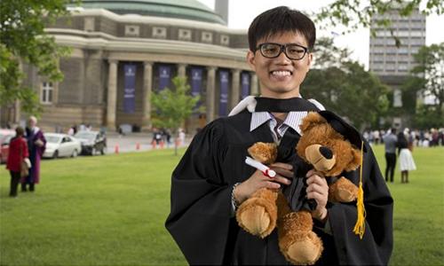 Nam sinh Việt 'vô gia cư' tốt nghiệp xuất sắc đại học lớn nhất Canada